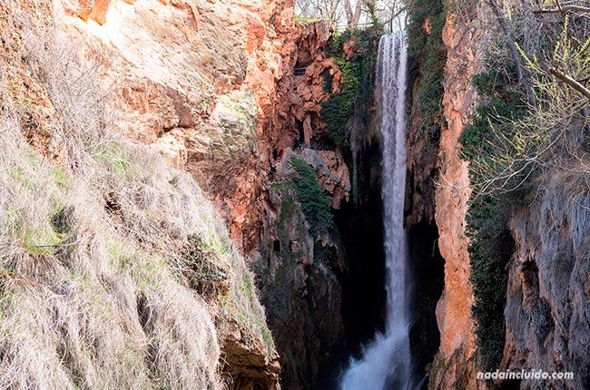 Catarata de la Cola de Caballo en el Parque Natural del Monasterio de Piedra (Aragón, España)