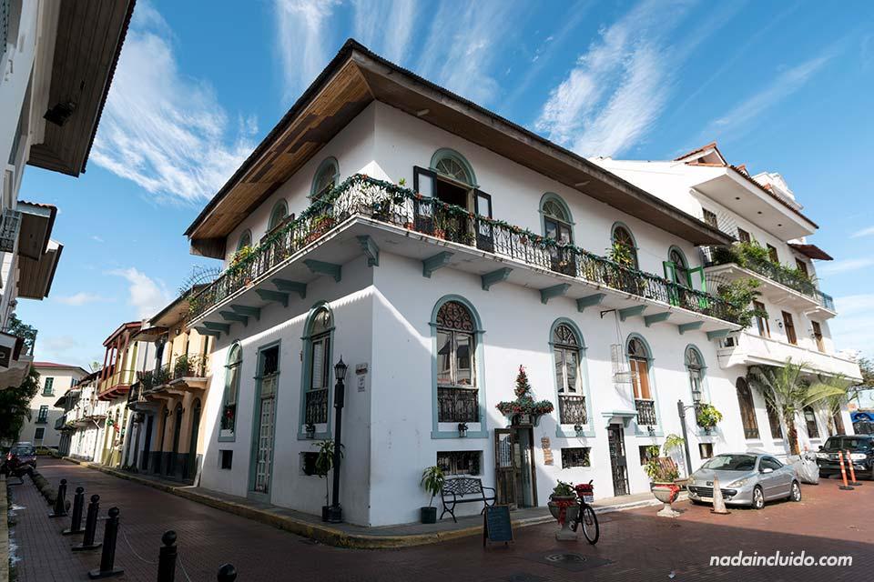 Fachada en la plaza de Francia del casco antiguo de la ciudad de Panamá