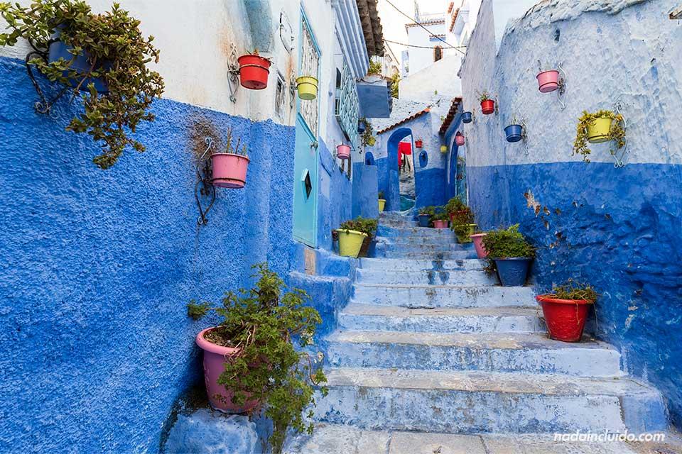 Calle de las flores en Chefchaouen (Marruecos)