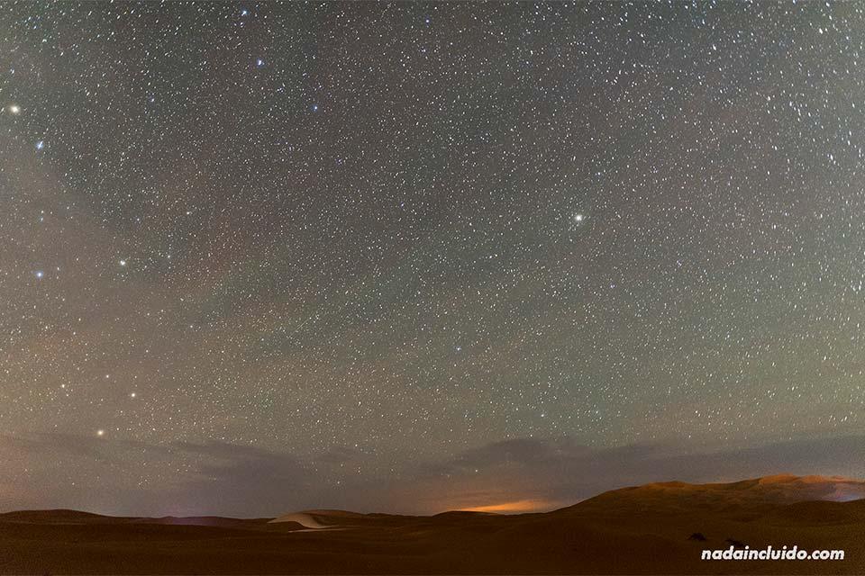 Noche estrellada en el desierto del Sáhara (Marruecos)