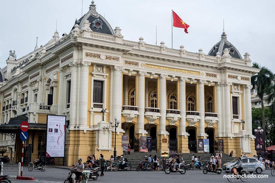 Fachada de la ópera de Hanoi, Vietnam
