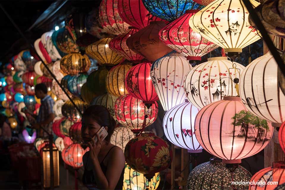 Farolillos en un mercadillo de Hoi An (Vietnam)