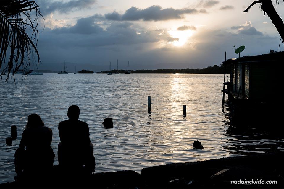Atardecer en el puerto de Bocas Town, en isla Colón (Bocas del Toro, Panamá)