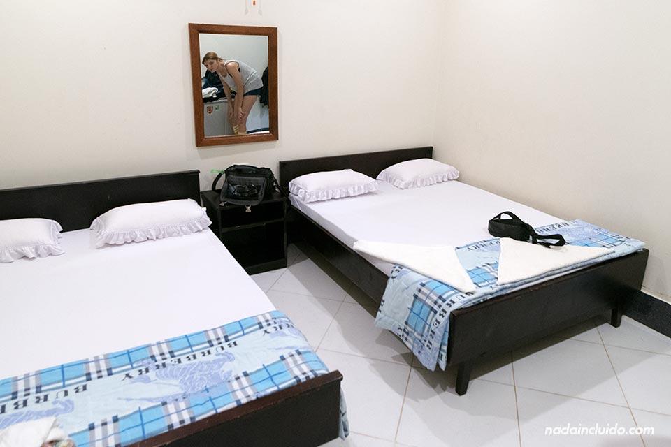 Habitación de un hospedaje económico de Mui Ne (Vietnam)