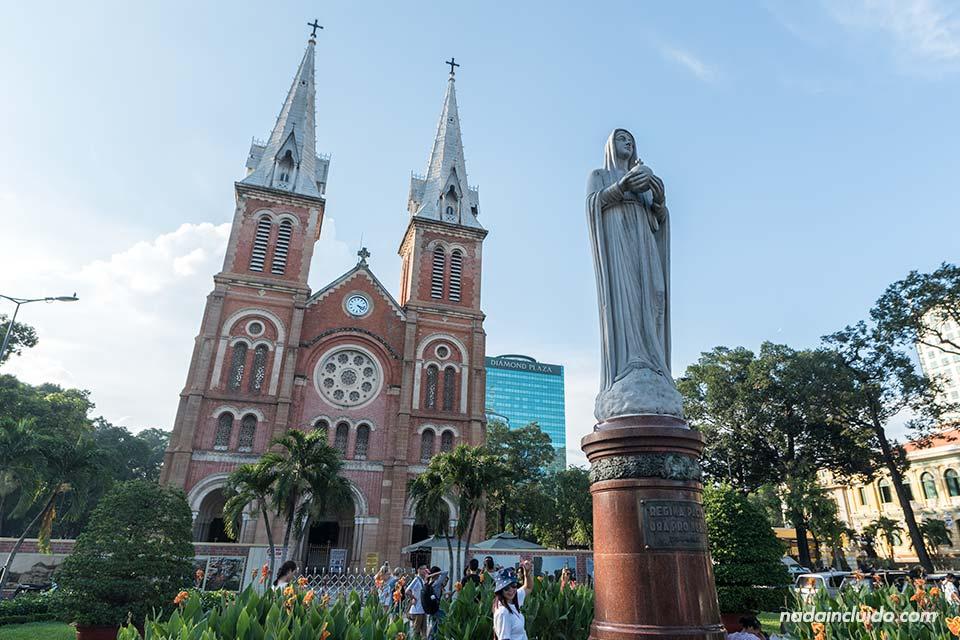 Fachada de la catedral de Notre Dame en Ho Chi Minh (Vietnam)