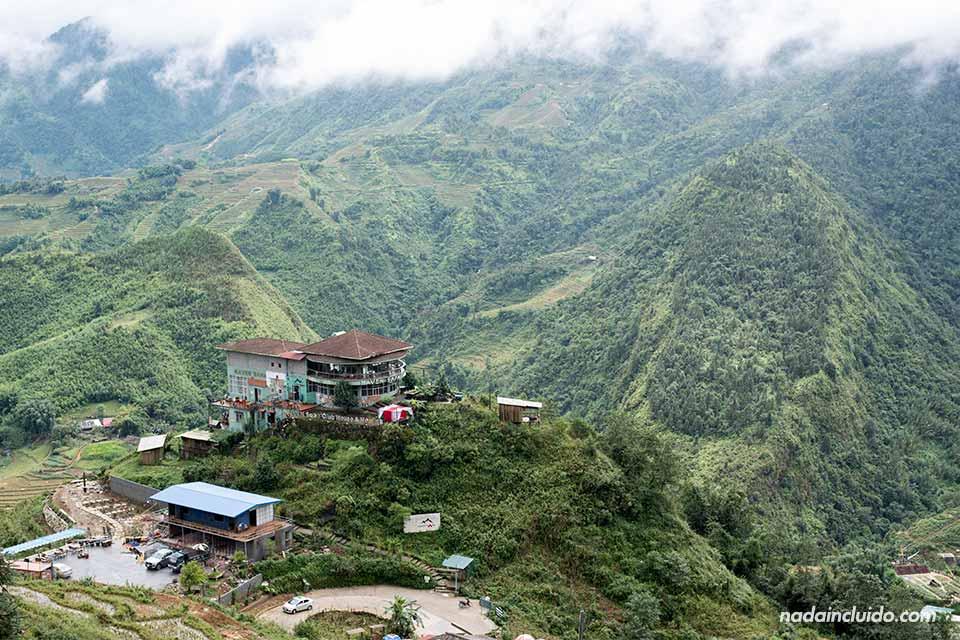 Hotel mirador junto al pueblo de Sapa (Vietnam)