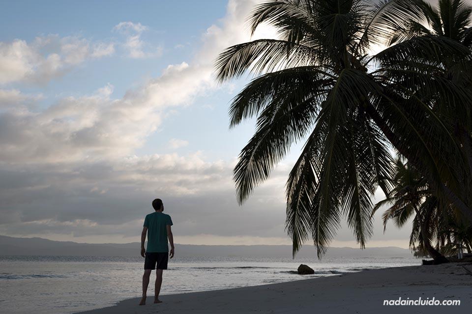 Atardece en la isla Perro Chico, en el archipiélago de San Blas (Panamá)