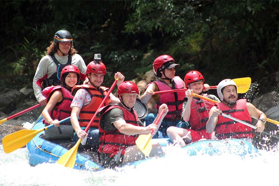Haciendo Rafting en el Río Pacuare (Turrialba, Costa Rica)