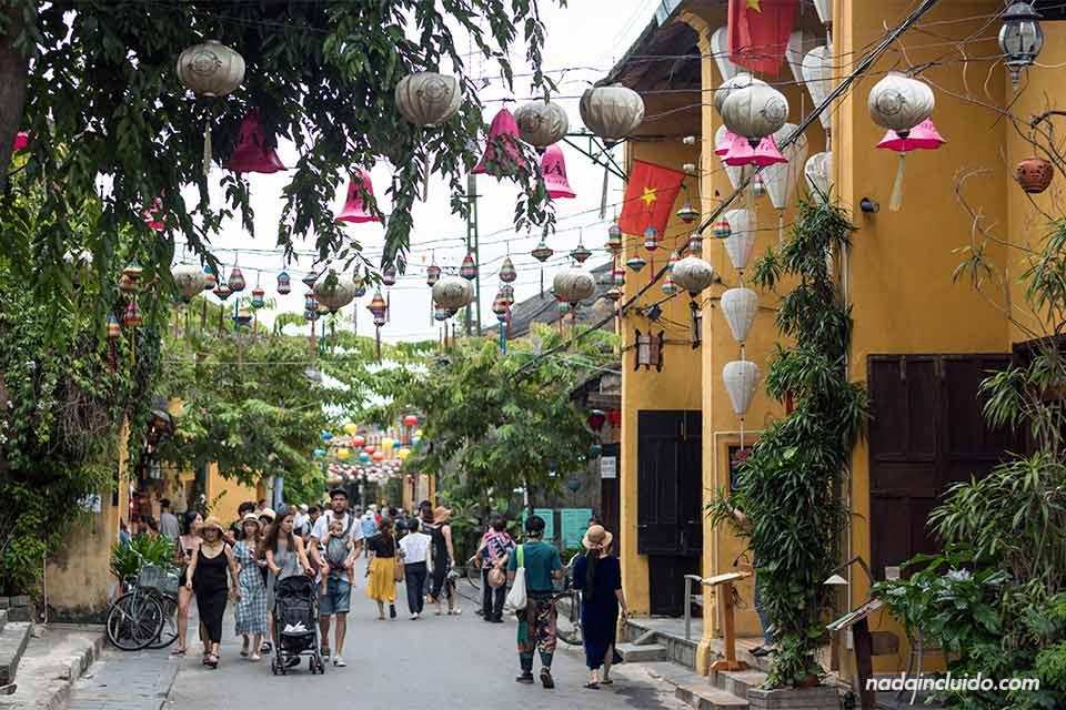 Calle decoradas con farolillos en Hoi An (Vietnam)