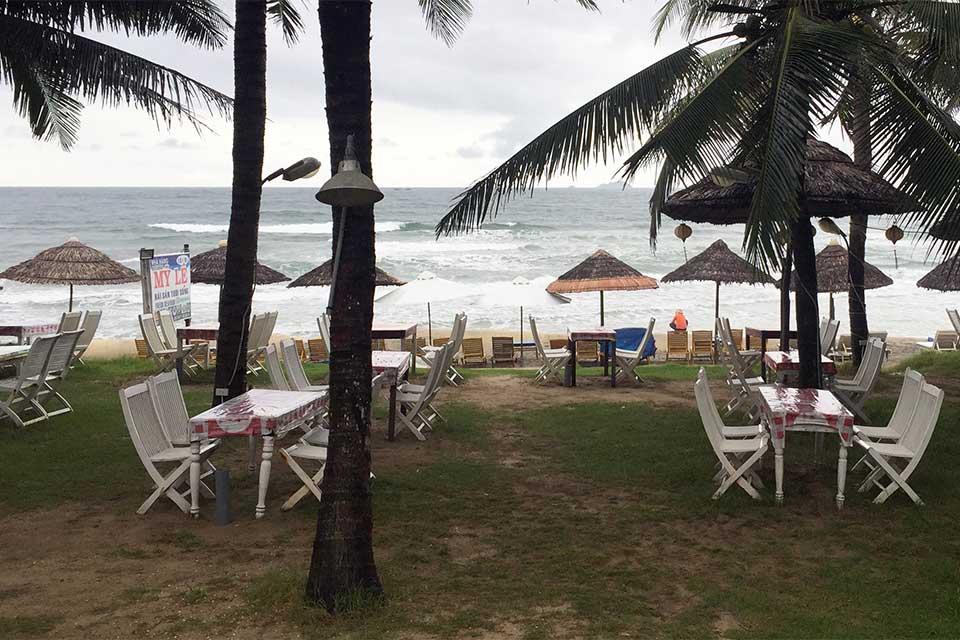 Playa de Hoi An, en el centro de Vietnam, un día lluvioso