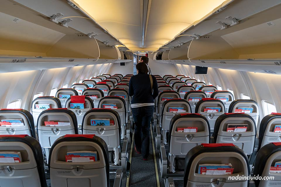 Interior del avión Norweigan que cubre la ruta Barcelona Dubrovnik