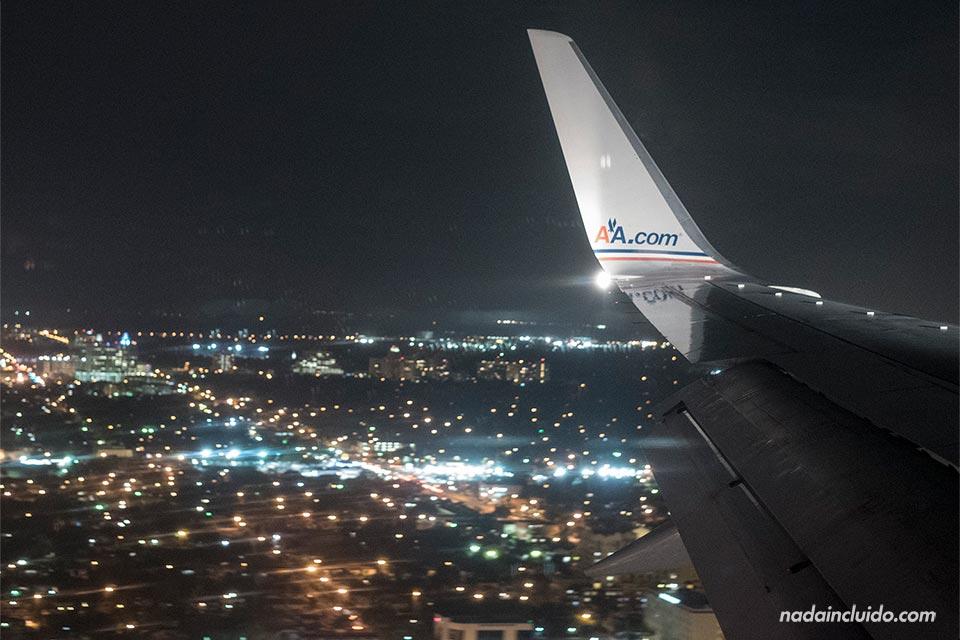 Sobrevolando Miami (Estados Unidos) en una avión de American Airlines