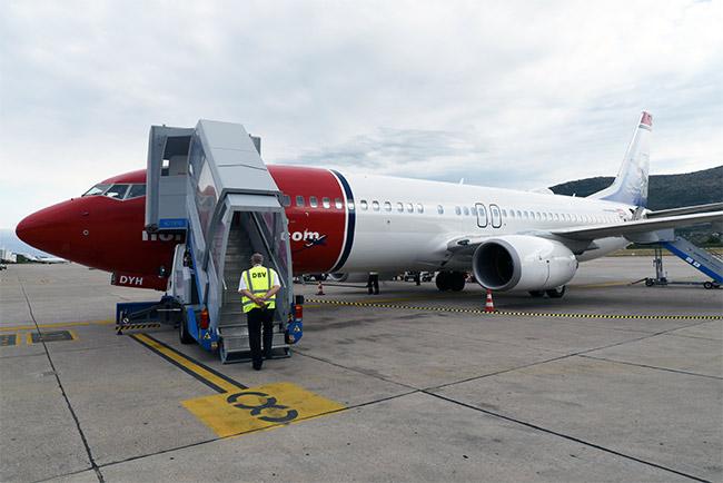 El avión de Norweigan en el aeropuerto de Dubrovnik tras llegar desde Barcelona