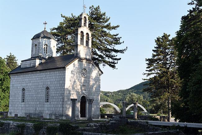Iglesia de Cipur en el centro urbano de Cetinje (Montenegro)