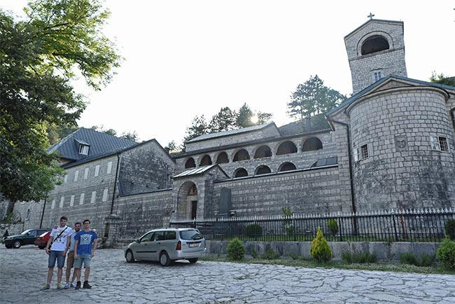 En el monasterio de San Pedro de Cetinje (Montenegro)