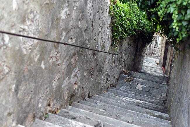 Escaleras en las calles de Dubrovnik (Croacia)