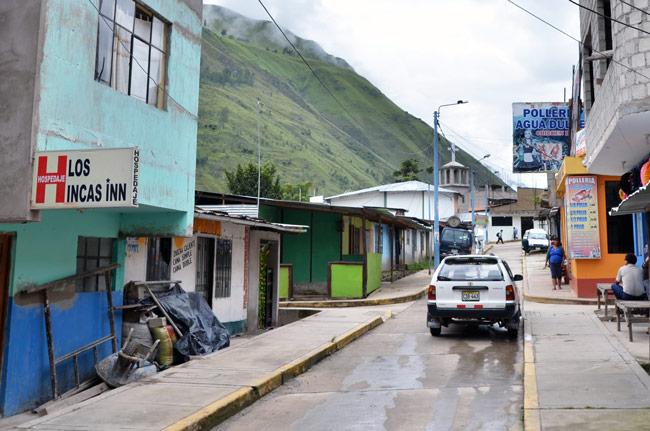 Calle del pueblo de Santa Teresa, pueblo cercano al Machu Picchu (Perú)
