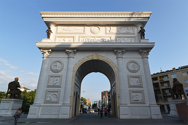 "Gate of Macedonia, la ""Puerta de Macedonia"" en Skopje"