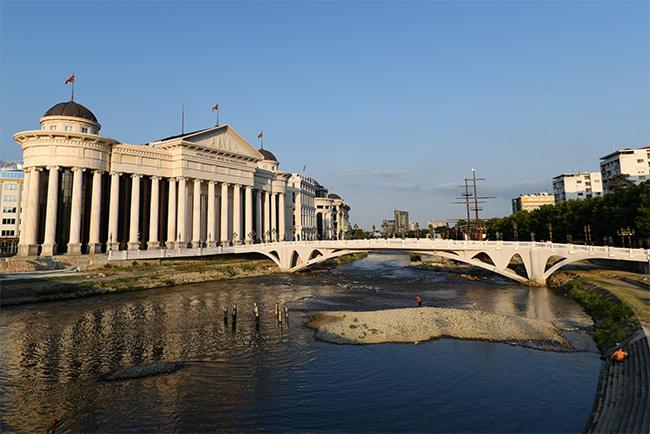 Vista de Skopje desde el Puente de Piedra (Macedonia)