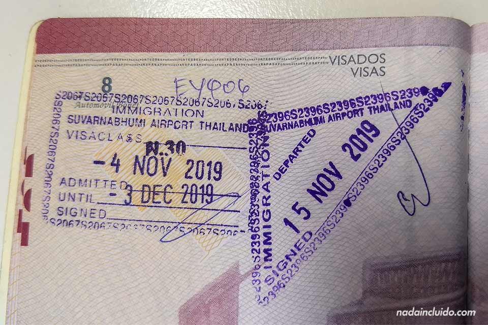 Sello en el pasaporte al visitar Tailandia