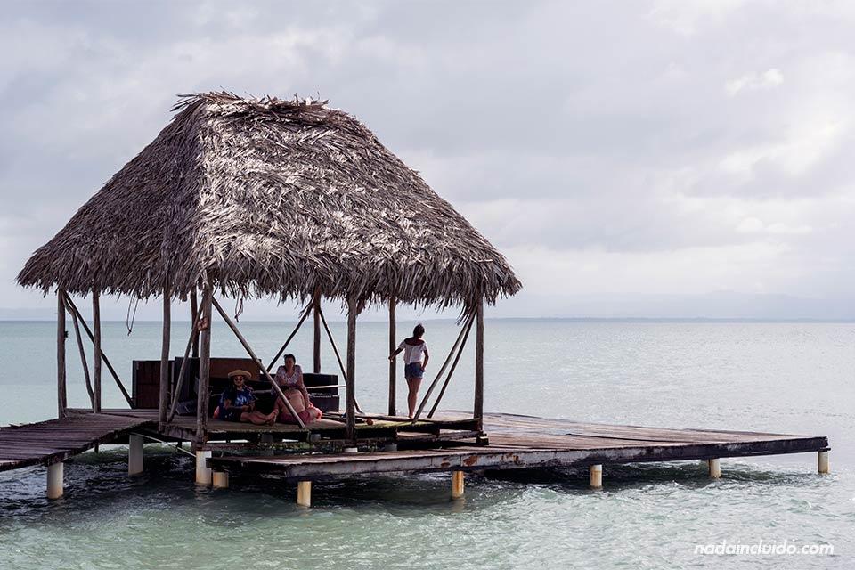 Muelle en Boca del Drago, una de las playas de isla Colón (Bocas del Toro, Panamá)