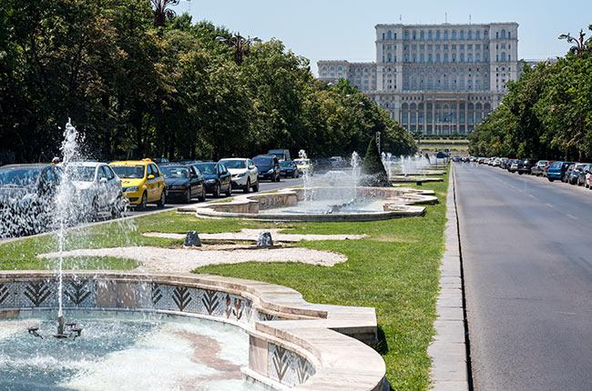 Bulevar de Bucarest, camino al Palacio del Parlamento (Rumanía)