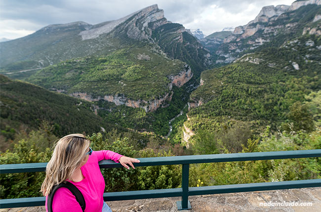 En el mirador del Cañón de Añisclo (Sobrarbe, Aragón)