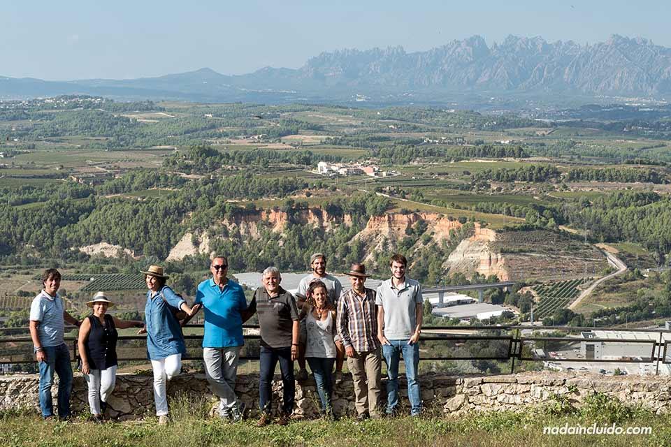 Vistas al Monserrat y a la provincia del Penedés desde el castillo de Subirats (Barcelona)