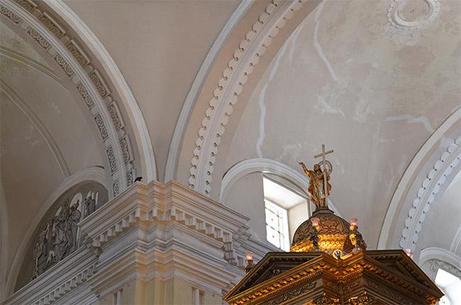 Detalle del Altar en el interior de la catedral de León (Nicaragua)