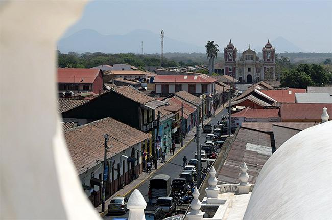 Vistas desde el tejado de la catedral de León (Nicaragua)