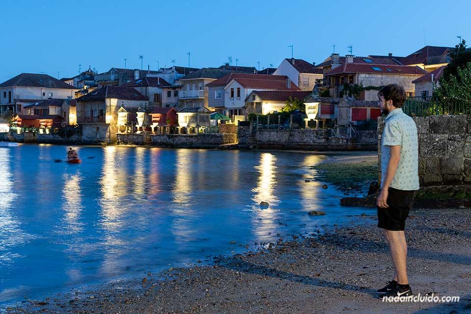 Viendo el anochecer en Combarro (Galicia)