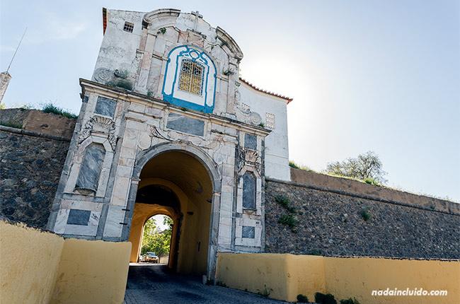 Muralla de entrada al casco antiguo de Elvas (Alentejo, Portugal)