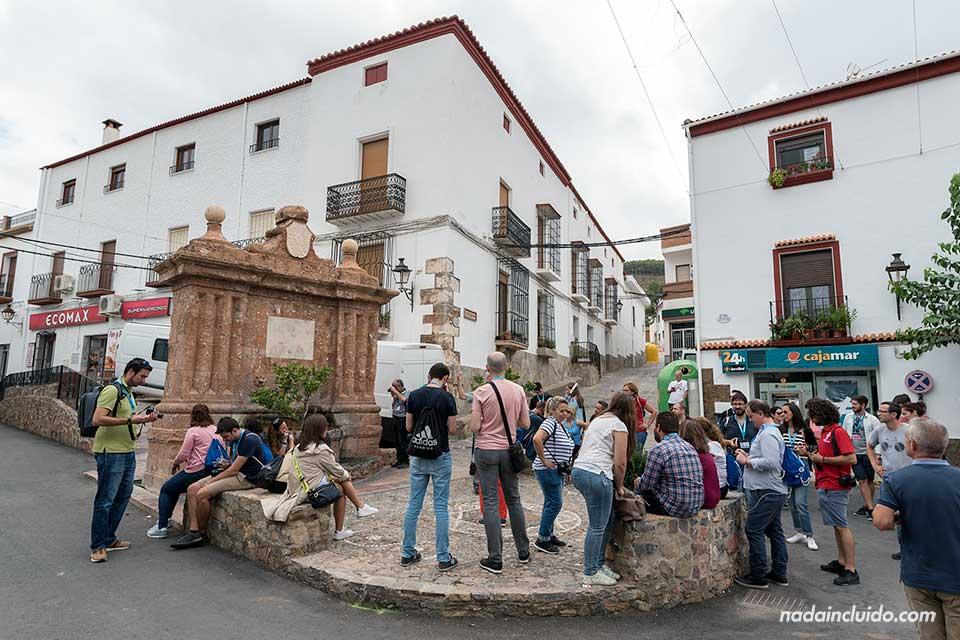 Blogueros en una fuente de Fondón (Almería)