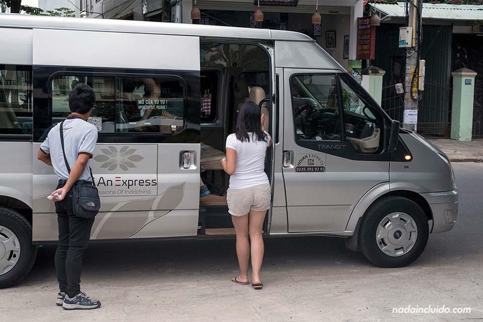 Minivan de la agencia Hoi An Express, en Vietnam
