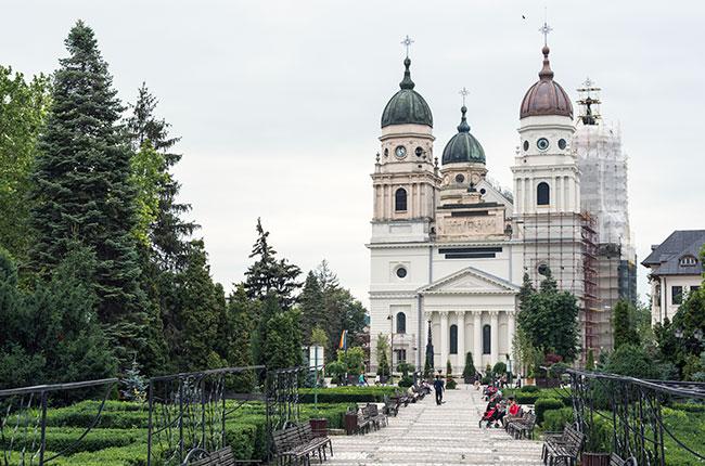 Fachada de la Catedral Metropolitana de Iasi (Rumanía)