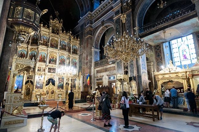 Interior de la Catedral Metropolitana de Iasi (Rumanía)