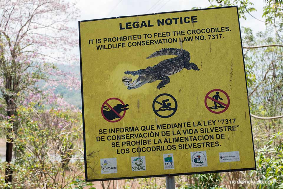 Cartel junto al Río Tárcoles (Costa Rica)