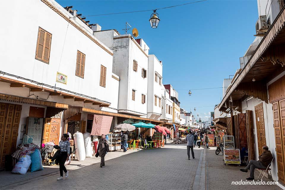 Calle principal de la medina de Rabat (Marruecos)