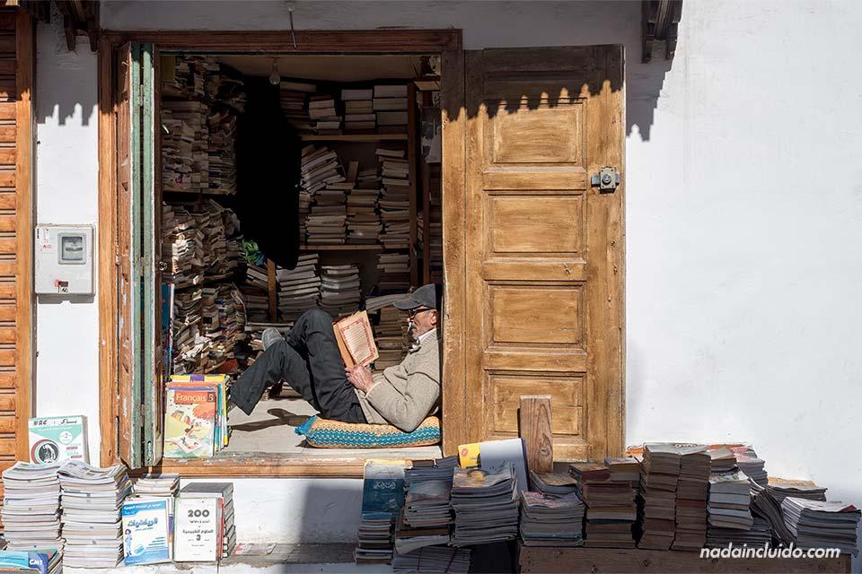 Librería en la medina de Rabat (Marruecos)