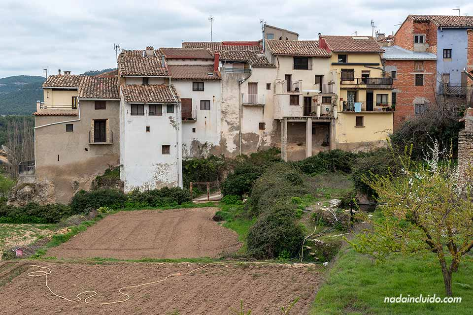 Fachadas en Ráfales, uno de los pueblos que hay que ver en el Matarraña