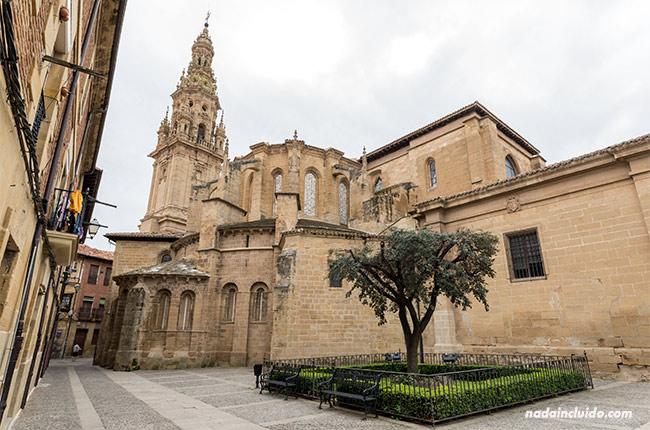 Edificio de la catedral de Santo Domingo de la Calzada (Rioja, España)
