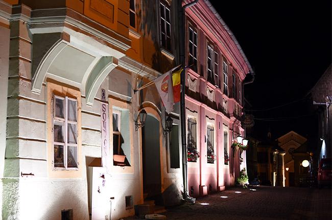 Iluminación nocturna de la Ciudadela de Sighisoara (Rumanía)