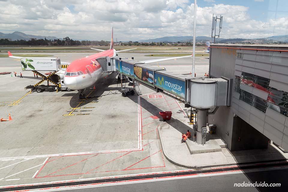 Avión de Avianca en el aeropuerto de Bogotá (Colombia)