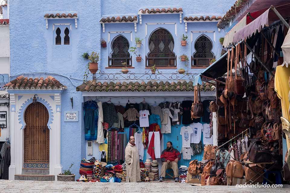 Plaza en el zoco de la medina de Chefchaouen (Marruecos)
