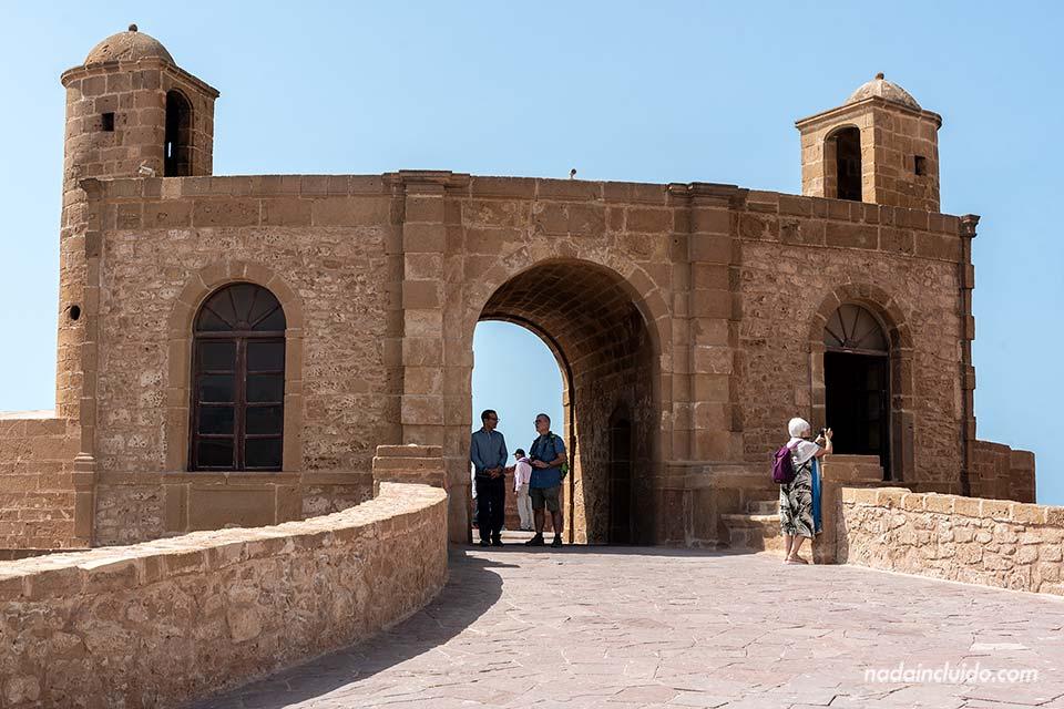 Puerta sobre la muralla de Essaouira (Marruecos)