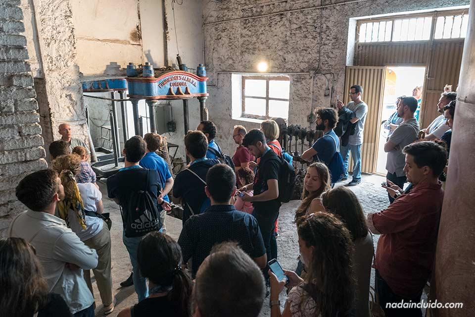 Turistas en la almazara de Fondón (Almería)