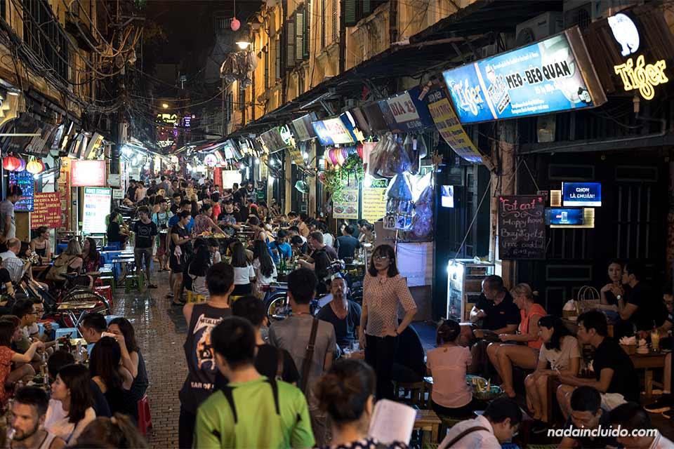 Bares en el barrio antiguo de Hanoi (Vietnam)