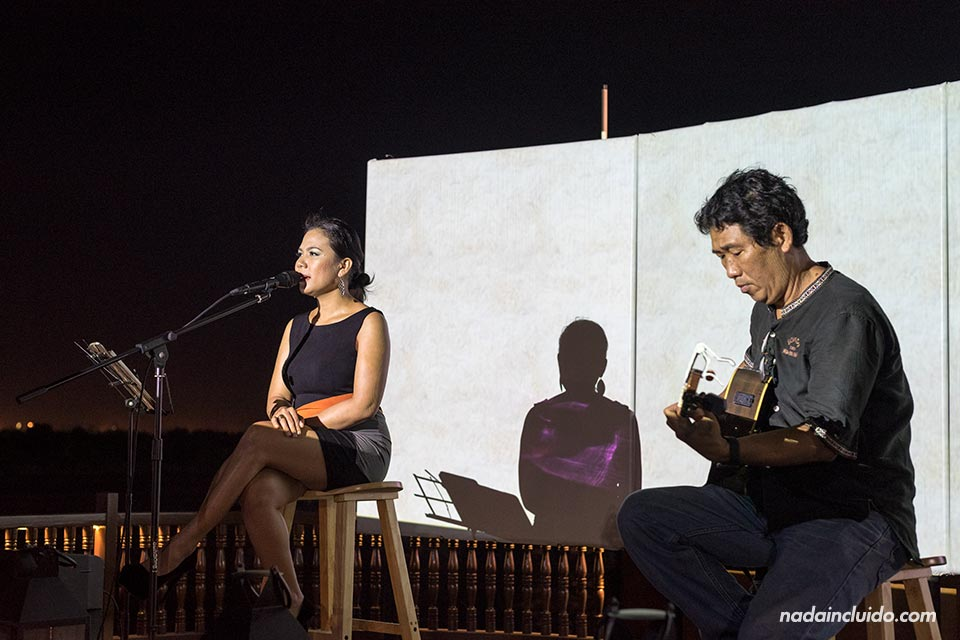 Cantante en el Bonsai Cruise, Ho Chi Minh (Vietnam)