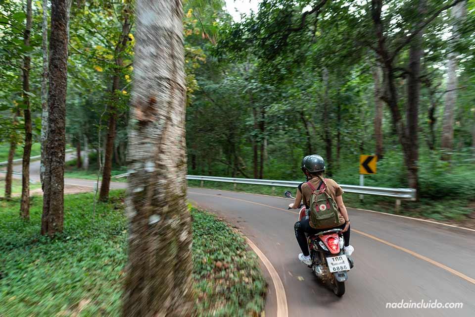 Recorriendo en moto las carreteras de Mae Hong Son (Tailandia)