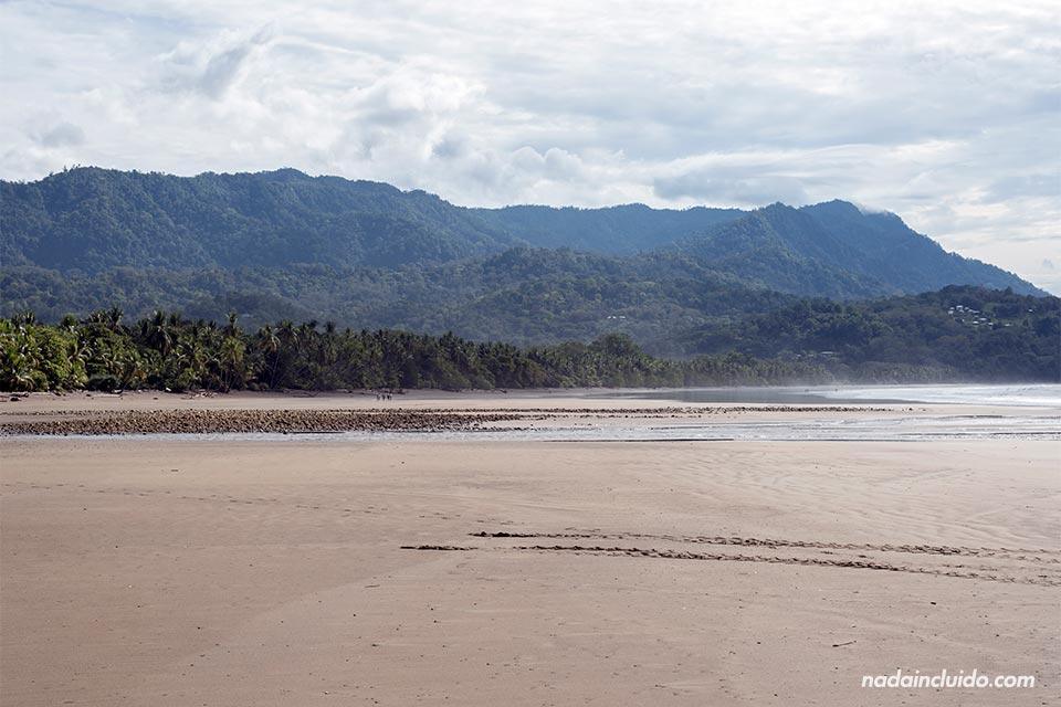 Playa Uvita en el interior del Parque Nacional Marino Ballena (Costa Rica)
